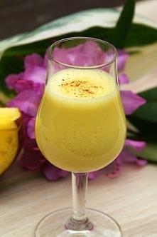 Mango lassi Do przygotowania mango lassi przyda się robot kuchenny bądź blender. W obu urządzeniach możemy zmiksować dwa podstawowe składniki mango lassi, czyli pokrojone w kost...