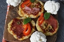 Pizzerinki na kalafiorowym spodzie