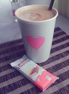 Czas na kawę i małą ilość słodyczy ;') ☕ ♥