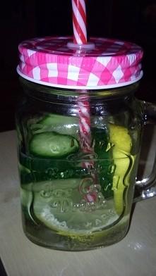 Woda z ogórkiem i cytrynką, przepysznie *.*