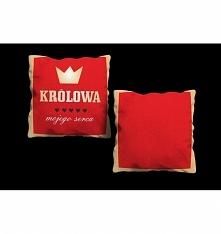 Poduszka dekoracyjna z nadrukiem sprawią, że twoi goście będą pod wrażeniem wystroju w twoim mieszkaniu. Poduszka z nadrukiem KRÓLOWA... - poduszka dwustronna. Wypełnienie polie...