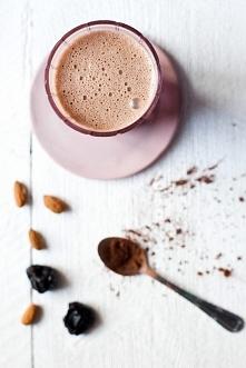 Gorąca czekolada migdałowo-śliwkowa