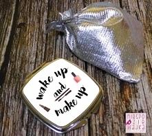 """Kieszonkowe srebrne lusterko """"Wake up and make up"""" to must have w każdej damskiej torebce. Poprawienie urody w ciągu dnia wymaga odpowiedniej oprawy :)  Lusterko to id..."""