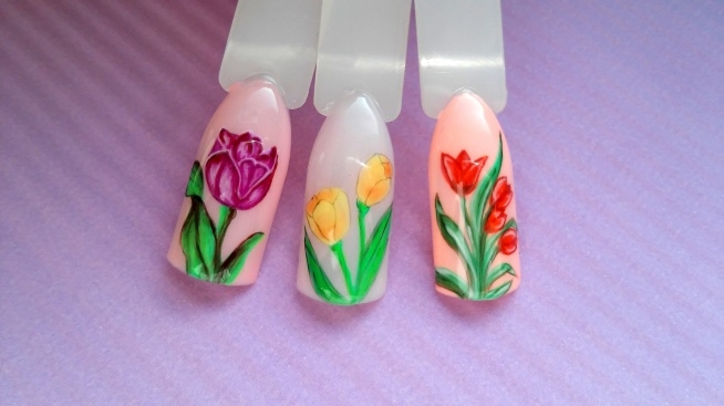 Malowanie tulipanów lakierami hybrydowymi, krok po kroku. Link w komentarzu :)