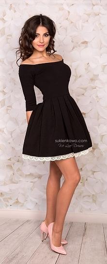 Sukienka z dekoltem bez ram...