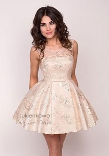 Klasyczna sukienka <sukienkowo>