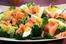 Sałatka z brokułami, wędzon...