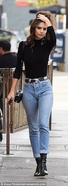 Na pewno wiecie, iż jeansy typu Mom Fit, są juz modne od tamtego roku, jednak w tym osiągnęły Swój szczyt! Co myślicie? Po zatym jakie macie Swoje zainteresowania? Piszcie śmiał...
