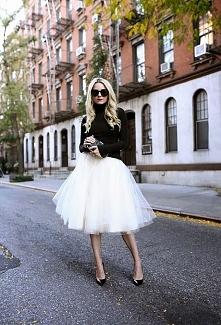 Tiulowa biała spódnica