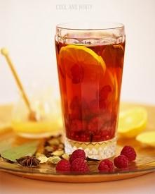 korzenna herbata z malinami