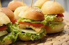 Mini burgery imprezowe. Więcej na blogu Na biurku Oli