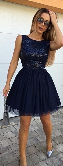 Tiulowa granatowa sukienka