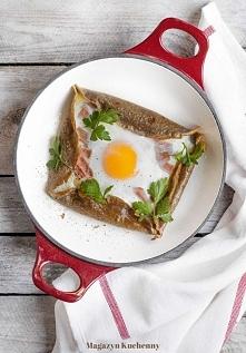 naleśniki z jajkiem, szynką...
