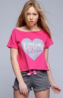 Sensis Sanne komplet Rewelacyjna dwuczęściowa piżamka, bluzka w kolorze malinowy, z przodu ozdobne serduszko z napisem love to dream
