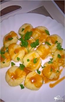 Kluski ziemniaczane w sosie (kluski z dziurką)