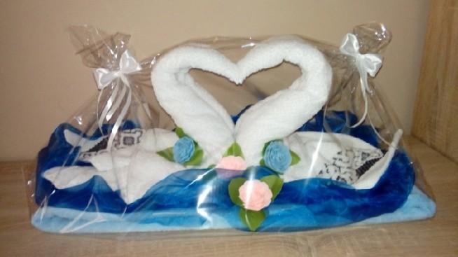 prezent na ślub znajomych - łabędzie z ręczników