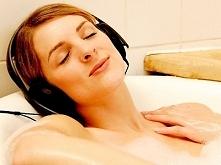Każda z nas zasługuje na chwile relaksu. Osobiście uwielbiam długie kąpiele, najlepiej z pachnącą pianą.