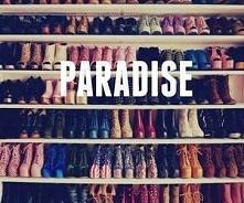 Mówią, że raj to garderoba pełna sukienek i butów. Osobiście chętnie bym się ...