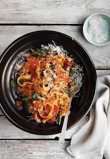 makaron z pomidorami i szpinakiem, przepis po kliknięciu w zdjęcie.