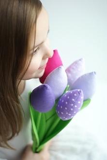 Tulipany w odcieniach różu i fioletu