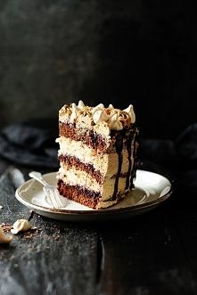 Tort czekoladowo-bezowy z kremem kawowym
