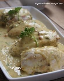 ....Piersi z kurczaka faszerowane fetą i szpinakiem duszone w sosie z białym winem