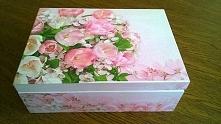 Propozycja prezentu dla kobiet. Pudełko jest idealne do przechowywania kosmet...