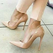 śliczne, ale widzę, jak te stópki cierpią... a wy lubicie nosić szpilki? Ja b...