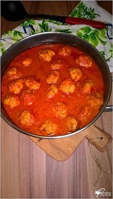 Klopsiki w aromatycznym pomidorowym sosie