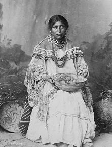 Wetamoo była jedną z kobiet-wodzów Indian Wampanoag z Nowej Anglii, która przewodziła trzystu wojownikom. Zaciekle walczyła z Anglikami, za co została zabita, mimo to stała się ...