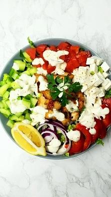 Sałatka grecka z kurczakiem...