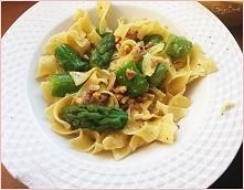 tagliatelle ze szparagami i olejem z orzechów włoskich
