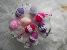Urocze jajka wykonane z włóczki i koronki. Dostępne w 37 kolorach. Zapraszam!