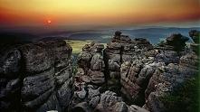 Góry Stołowe (woj. dolnośląskie) – pasmo górskie w łańcuchu Sudetów. Wypiętrz...