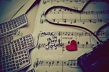 M jak MUZYKA <3 To jest trudne do opisania, to po prostu się czuje! Kocham gdy muzyka wzbudza we mnie jakieś emocje, gdy nie są to tylko puste słowa. Mogę jej słuchać cały cz...