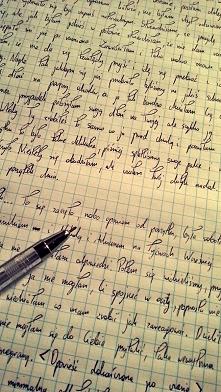 Pisanie własnych opowiadań pozwala mi wyrazić siebie. Uczy ujmować w słowa to co spaceruje po naszej głowie i budzi w nas niepokój, lęk. Spisanie wewnętrznych przeżyć pozwala si...