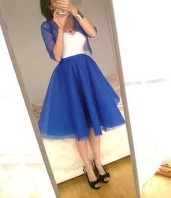 Nowa piękna spódnica tiulowa rozkloszowana z podszewką. Spódnica wykonan z 3 wartst sztywnego tiulu podszewki oraz wewnętrzje halki ( można się z niej obracać , tańczyć) talia pas elastyczna dopasuję sie do ruchów oraz rozmiaru. Można zestawić z dowolną bluzką i stworzyć piękna sukienkę