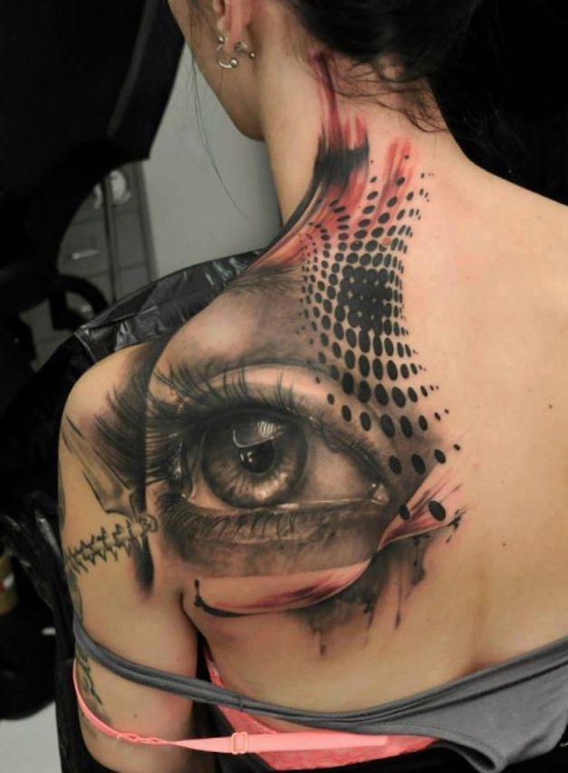 oko tatuaż na plecach