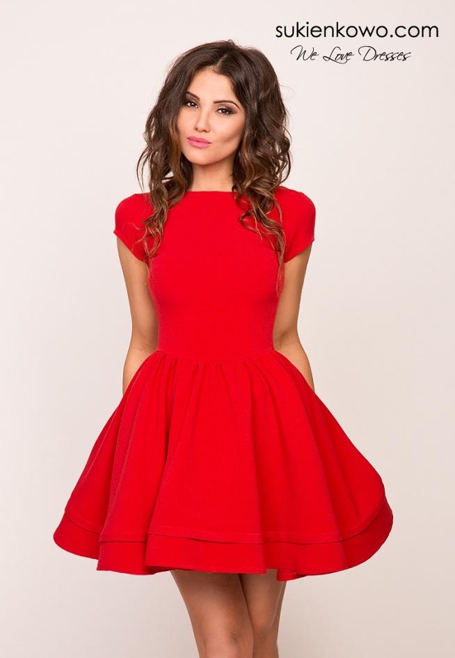 NATALIA - Rozkloszowana sukienka z wiązaniem na plecach czerwona