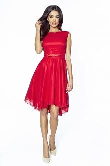 Czerwona taliowana sukienka...