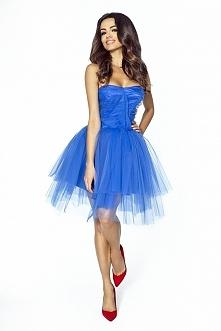 Niebieska tiulowa sukienka ...