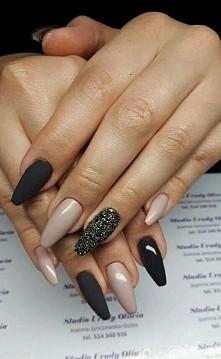 nails nude black