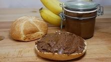 Domowa Nutella  240g orzechów laskowych 230 g mlecznej czekolady 2 łyżki olej...