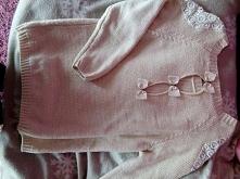 Sweterek, zdjęcie z tyłu. Cena około 40 zł.