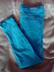 Spodnie o dosyć małym rozmi...