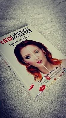 Książka ukazująca wiele rad w stosunku make-up :-*