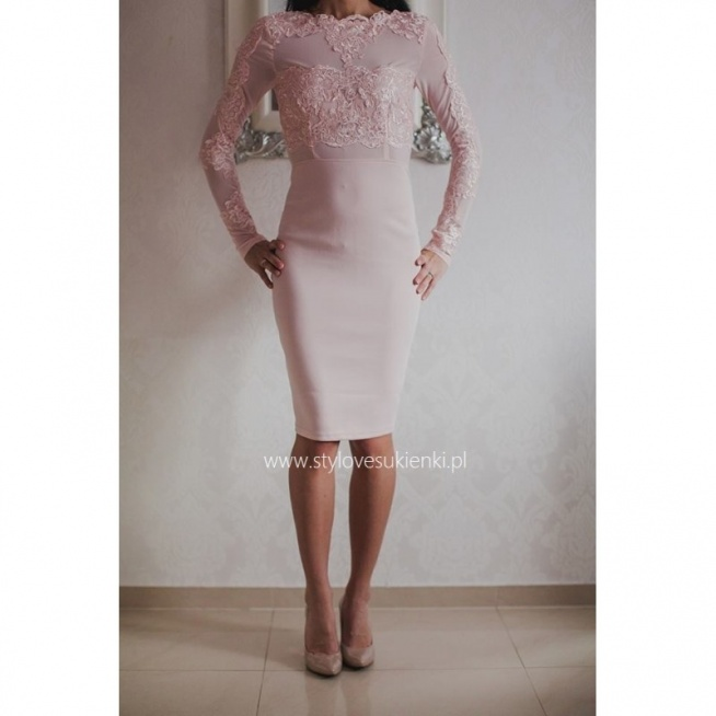 Koronkowa ołówkowa sukienka midi z siateczką pudrowy róż z długim rękawem