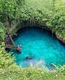 """To Sua Ocean Trench - Wyspy Samoa ❤  Ten rajski basen znajdujące się na wyspie Upolu w Samoa. To Sua to dosłownie """"wielka dziura"""", ale mimo tej mało eleganckiej nazwy to chyba n..."""