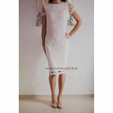 Biało różowa koronkowa sukienka ołówkowa midi z krótkim rękawkiem