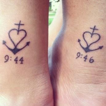 Pomysłowy tatuaż dla bliźniaczek